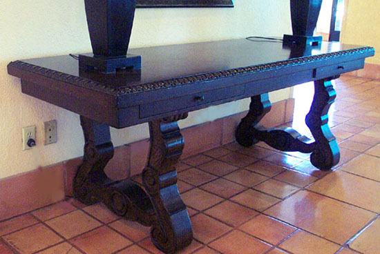 High Quality Old World Console Table